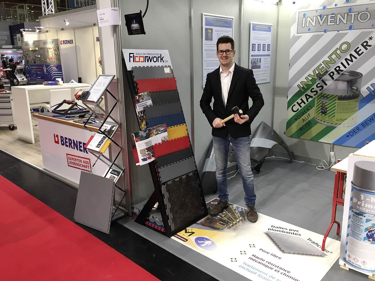 Hier ist Floorwork mit seien Industrieplatten auf der Messe Autozum zu sehen.